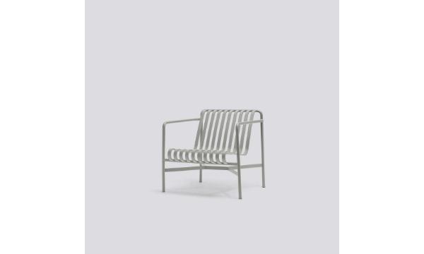 HAY havemøbel – Palissade loungestol, lav i light grey – til dig, der ønsker et stilfuldt og solidt havemøbel