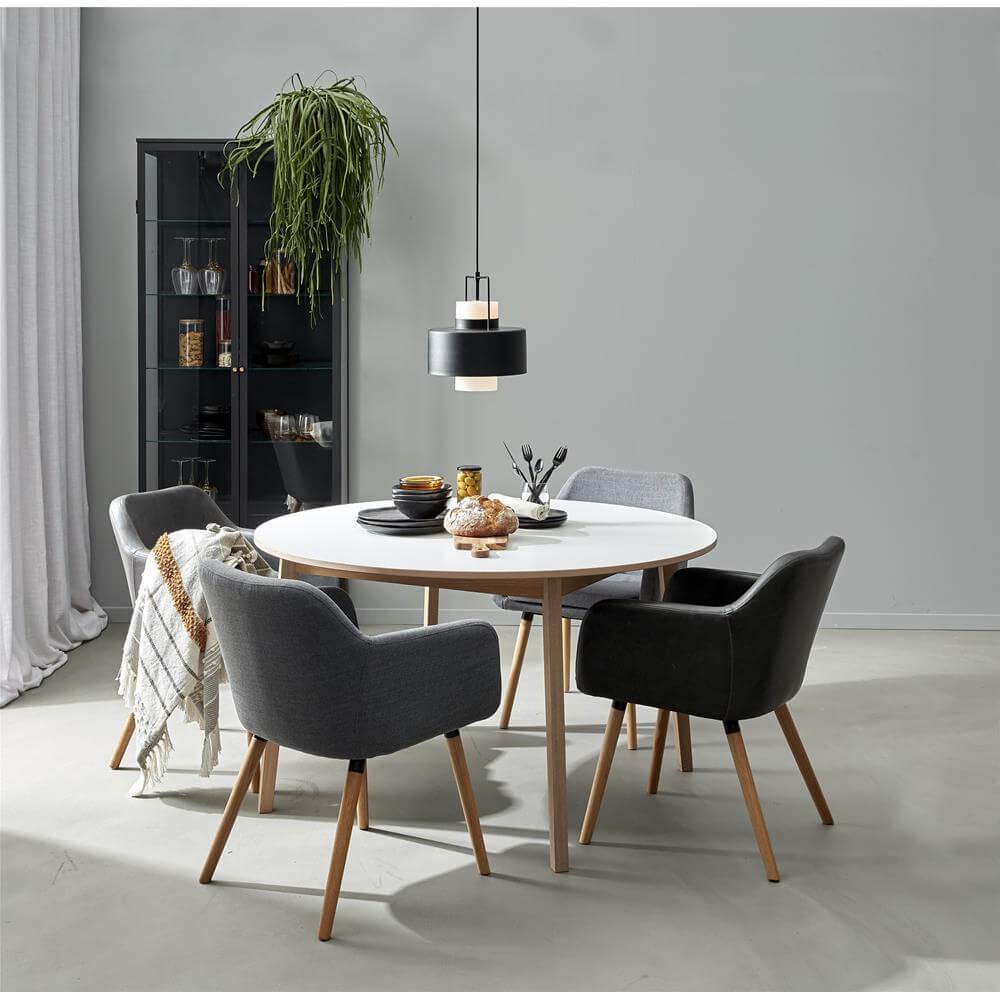 Besalu rundt spisebord lyst og nemt at indrette med