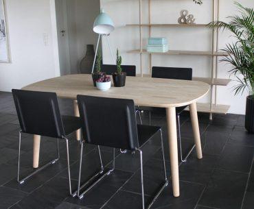 By Tika Stockholm spisebord træ klassisk og tidløs