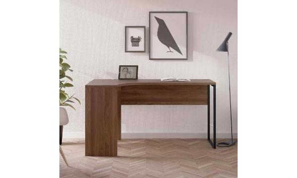Function Plus hjørneskrivebord – valnød, m. 2 skuffer er til dig, der er vild med mørkt og varmt træ, og som vil udnytte pladsen bedst muligt