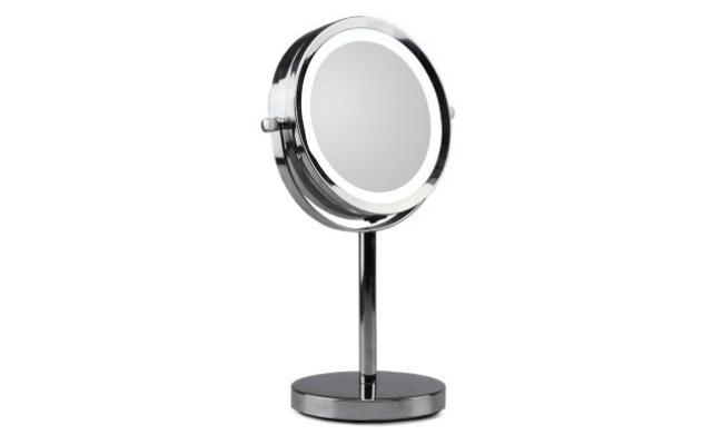 Spejl med lys på fod